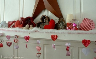 Totally Cool Valentine Mantel Decoration Ideas 06