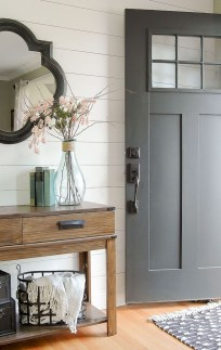 Adorable Farmhouse Entryway Decorating Ideas 16