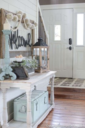 Adorable Farmhouse Entryway Decorating Ideas 24