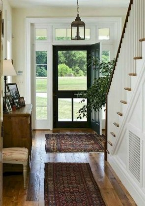 Adorable Farmhouse Entryway Decorating Ideas 27