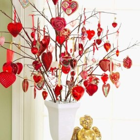 Festive Valentine Porch Decorating Ideas 13