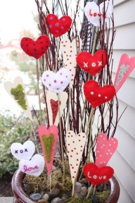 Festive Valentine Porch Decorating Ideas 14