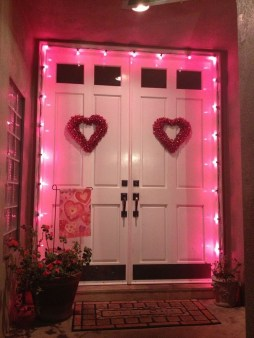 Festive Valentine Porch Decorating Ideas 35