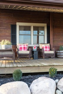 Festive Valentine Porch Decorating Ideas 42