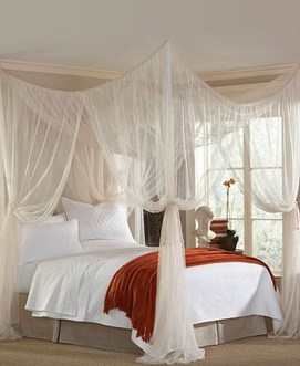 Awesome Canopy Bed With Sparkling Lights Decor Ideas 25