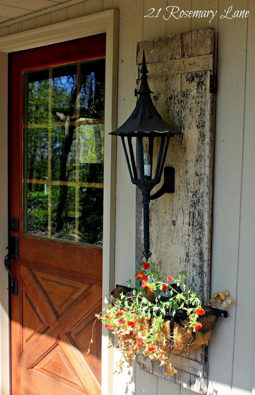 Modern Rustic Farmhouse Porch Decor Ideas 15
