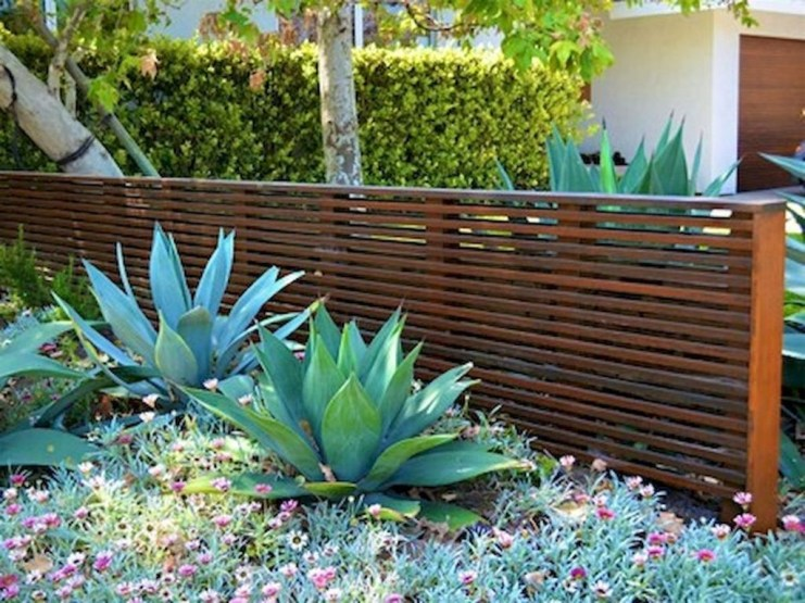 Totally Inspiring Front Yard Fence Remodel Ideas 21