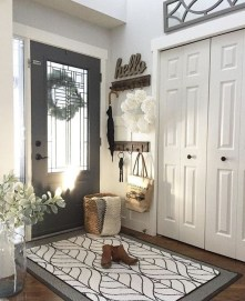 Stunning Farmhouse Entryway Decoration Ideas 02