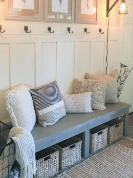 Stunning Farmhouse Entryway Decoration Ideas 17
