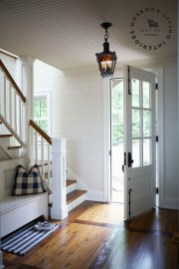 Stunning Farmhouse Entryway Decoration Ideas 20