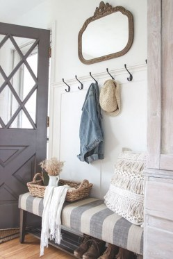 Stunning Farmhouse Entryway Decoration Ideas 33