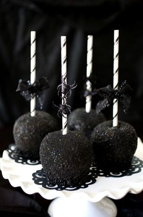 Amazing Halloween Black Decor Ideas To Scary Party Ever 11