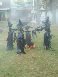Amazing Halloween Black Decor Ideas To Scary Party Ever 31