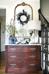 Stylish Console Table For Halloween Ideas 09