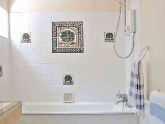 Elegant Farmhouse Shower Tiles Design Ideas06