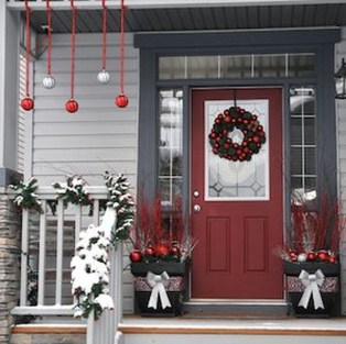 Lovely Christmas Porch Makeover Ideas15