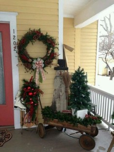 Lovely Christmas Porch Makeover Ideas16