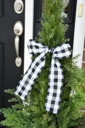 Lovely Christmas Porch Makeover Ideas30