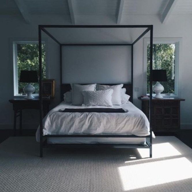 Stunning White Black Bedroom Decoration Ideas For Romantic Couples22