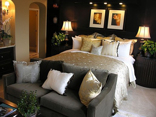 Stunning White Black Bedroom Decoration Ideas For Romantic Couples33