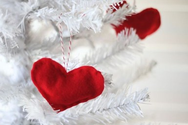 Cheap Diy Ornaments Ideas For Valentines Day14