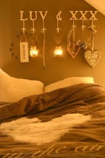 Cute Valentine Bedroom Decor Ideas For Couples29