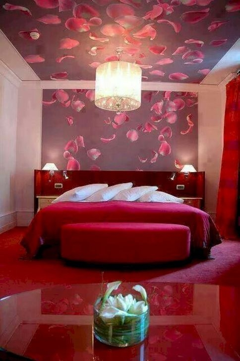 Cute Valentine Bedroom Decor Ideas For Couples38