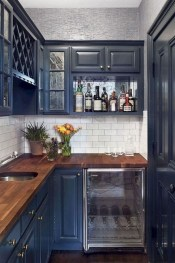 Magnficient Small Kitchens Ideas With Dark Cabinets42