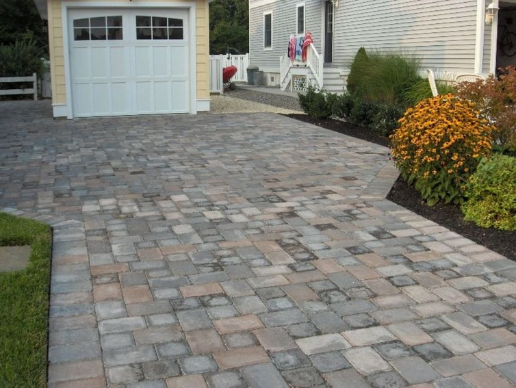 Relaxing Front Sidewalk Landscaping Ideas04