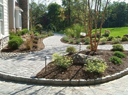 Relaxing Front Sidewalk Landscaping Ideas10