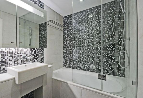 Catchy Bathroom Mosaics Design Ideas 33