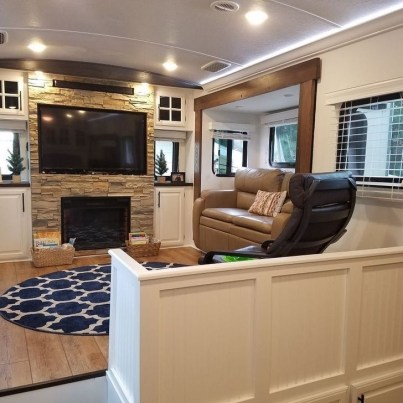 Splendid Rv Camper Remodel Ideas 39