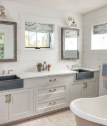 Lovely Farmhouse Bathroom Makeover Ideas To Try Right Now 11