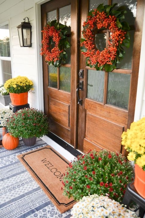 Extraordinary Fall Porch Ideas That Will Be Surely Comfortable 29