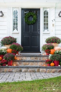 Extraordinary Fall Porch Ideas That Will Be Surely Comfortable 42