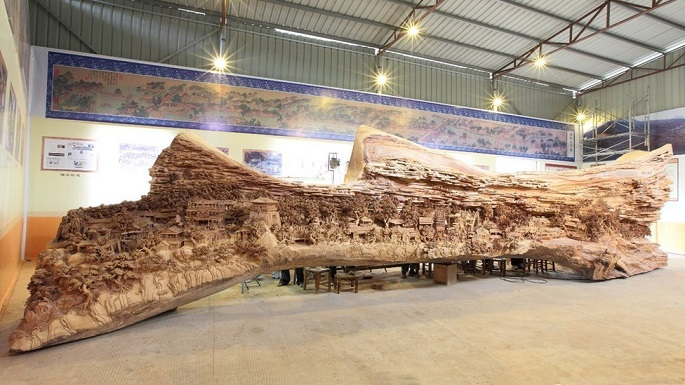 Spectacular Sculptures in Old Tree Trunk by Zheng Chunhui