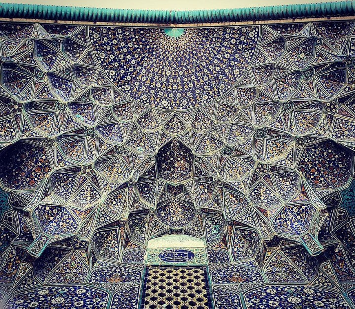 The Hypnotizing Beauty Of Iranian Mosque Ceilings 6