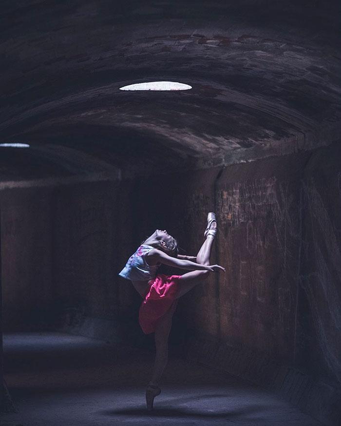 Omar Robles Captures Ballet Dancers Practicing 99