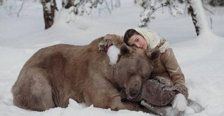 Olga Barantseva Captures Dreamlike Scenes With a 700-Kilogram Bear