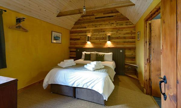 Home Interior Designing Project with Pallets | 99 Pallets on Pallet Bedroom  id=22374