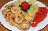 Pikantni pohani totan (lignjun) s kuhanim krumpirom