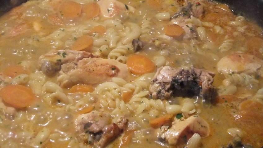 Pileci paprikas s tjesteninom - tijekom pripreme (1)