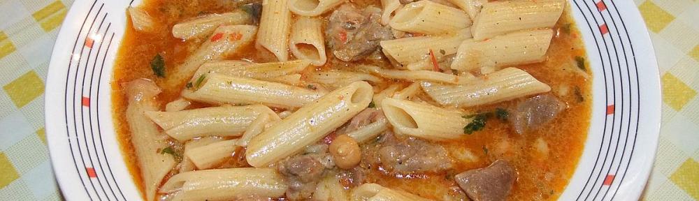 Svinjeci paprikas sa slanutkom i tjesteninom - gotovo jelo