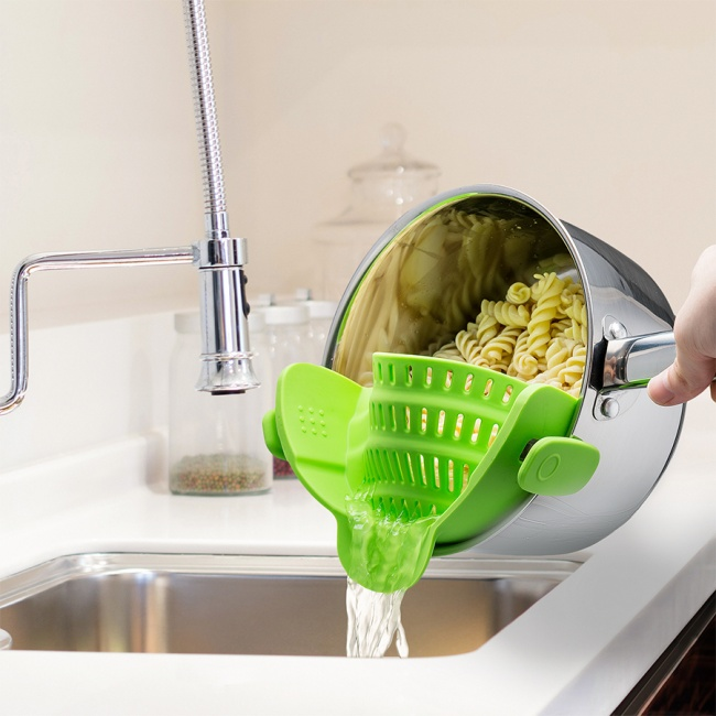 The-clip-on-strainer
