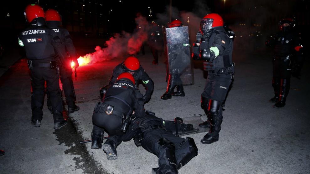 Video: Police officer dies in Bilbao during street battle with Spartak ultras