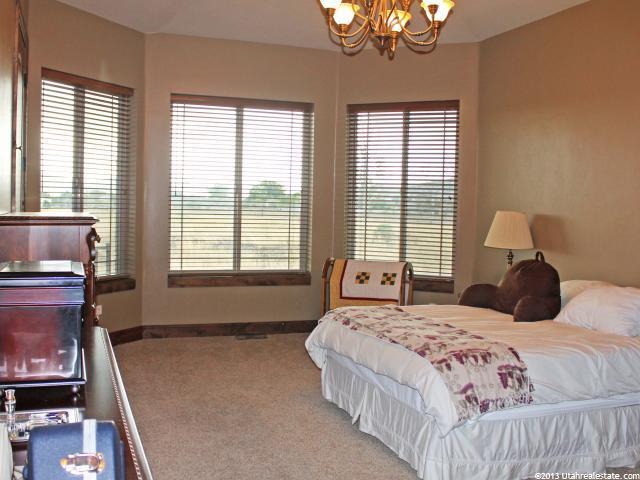 Beautiful bedroom with bay window
