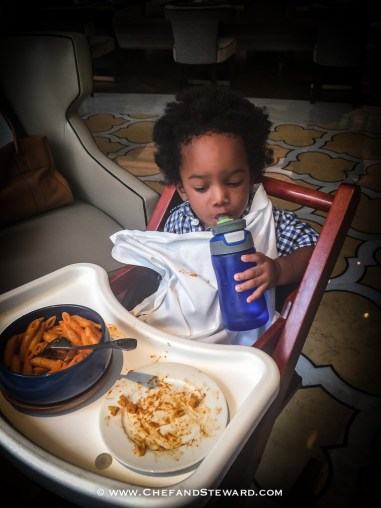 How to get your baby or toddelr to behave in a restaurant -27