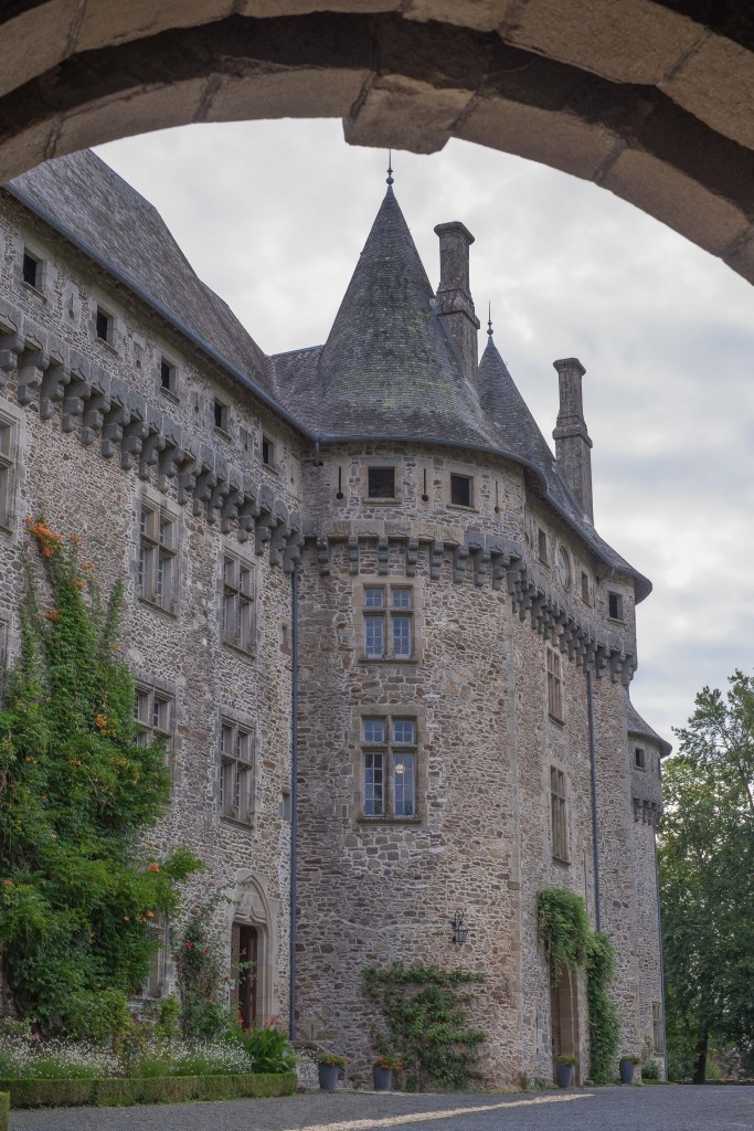 Arnac-Pompadour Pompadour Arnac Corrèze Nouvelle-Aquitaine Horse Horses Castle Chateau France Travel