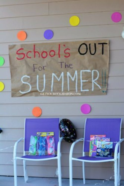 Schools Out Sign Make the kids smile with this AWESOME School's Out Sign.