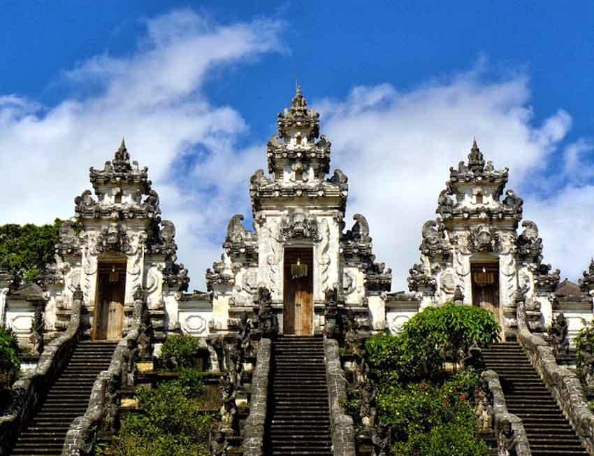 pura luhur lempuyang bali indonesia laid back traveller laidbacktraveller.com